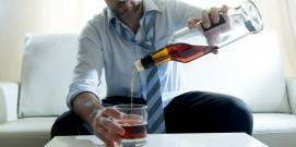 alcoholismo-hombre-870x435